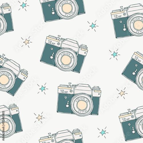 wzor-z-wektor-retro-recznie-rysowane-hipster-aparat-fotograficzny-i-gwiazdy-rocznik-ilustracja-dla-projekta-druk-dla-koszulki-plakata