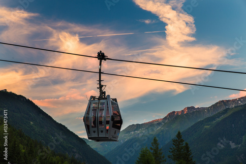 Spoed Foto op Canvas Gondolas A solitary gondola hangs from a cable in Chamonix, France during sunset