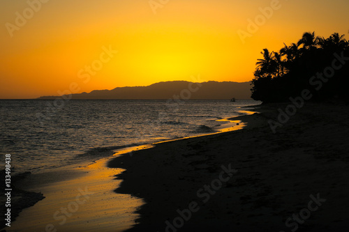 Photo  Golden Beach Sunset in the Tropics