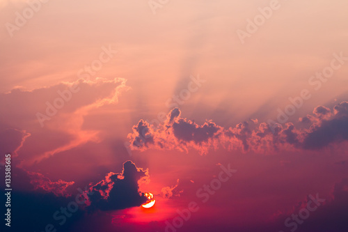 Montage in der Fensternische Hochrote colorful dramatic sky with cloud at sunset
