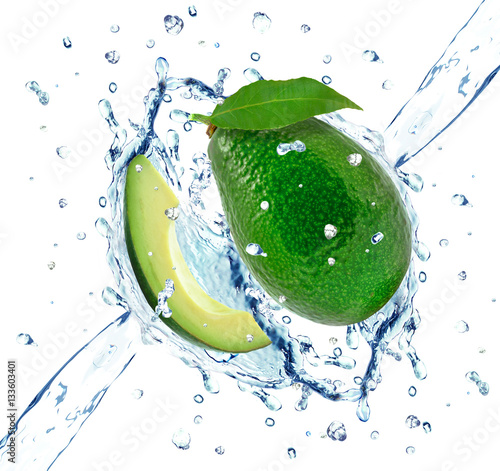 Keuken foto achterwand Opspattend water avocado splash isolated
