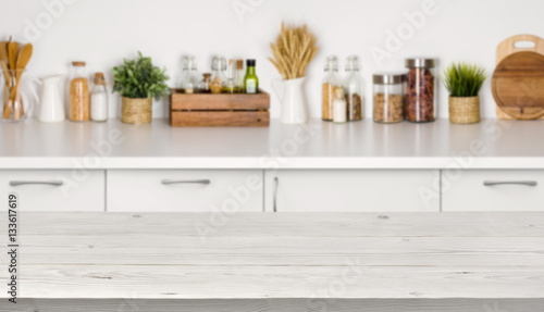 Photo  Empty wooden table with bokeh image of kitchen bench interior