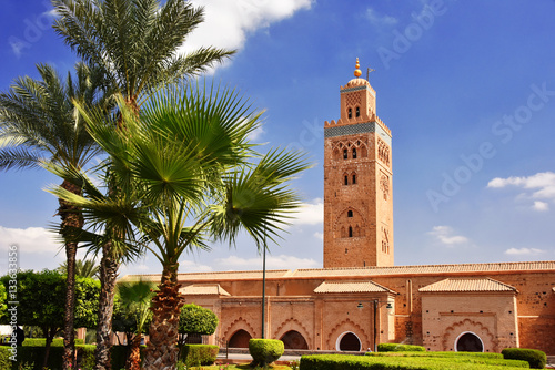In de dag Monument Koutoubia Mosque in the southwest medina quarter of Marrakesh