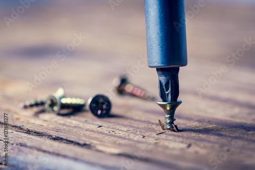 Foto screw with a screwdriver