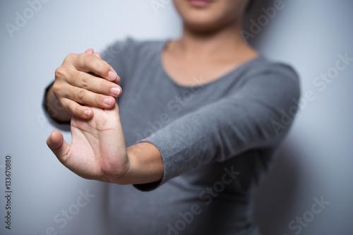 Fototapety, obrazy: Woman has hand pain