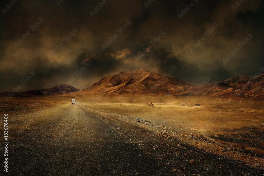 Fototapeta montagne désert vierge route chemin seul climat chaud sécheresse