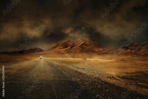 Tuinposter Droogte montagne désert vierge route chemin seul climat chaud sécheresse