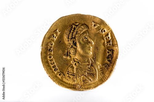 Fotografía  Ancient Roman gold solidus coin of Emperor Honorius.