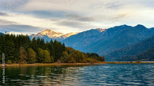 Obraz Baker Lake in Washington with Mount Blum rising in setting sunlight - fototapety do salonu