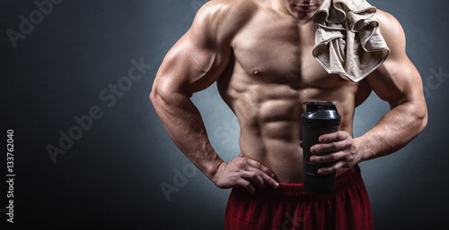 Fotografia  Bodybuilder with a shaker