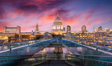 Farbenfroher Sonnenuntergang Hinter Der St. Pauls Kathedrale In London