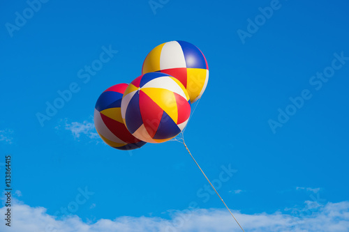 Foto op Canvas Luchtsport Three big balloons against blue sky