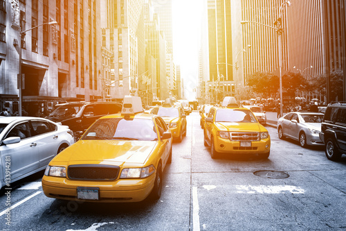 La pose en embrasure New York TAXI New York Taxi in the sunlight