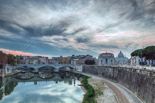 Foto  River Tevere with the St. Peter's Basilica