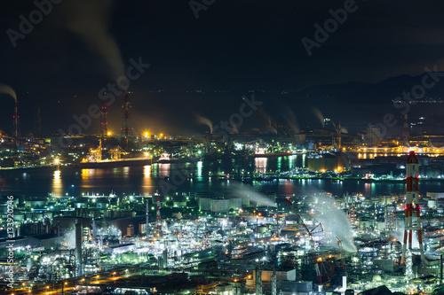 Staande foto Industrial geb. Mizushima industrial area in Japan at night