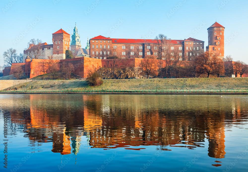 Fototapety, obrazy: Zamek Wawelski nad brzegiem Wisły w Krakowie, Stare Miasto, Polska