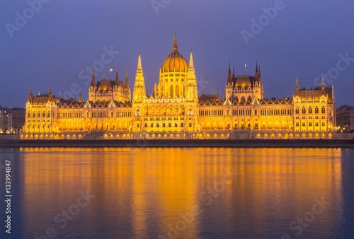 Fotografie, Obraz  Ungarisches Parlament Budapest bei Nacht