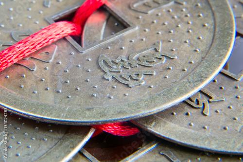 Plakat Chińskie feng shui szczęsliwe monety makro- zbliżenie