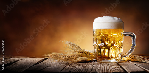 Poster Biere, Cidre Beer With Wheat On Wooden Table