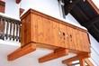 Leinwanddruck Bild - Alter Holzbalkon an Haus-Front, Altbayerisch