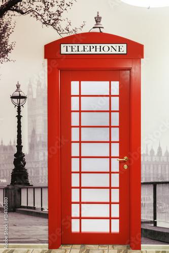 czerwona-brytyjska-budka-telefoniczna
