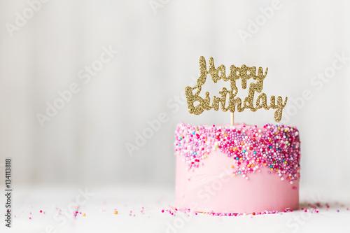 Pink Birthday Cake Kaufen Sie Dieses Foto Und Finden Ahnliche