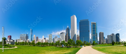 Poster Chicago Green meadow on cityscape background of Chicago