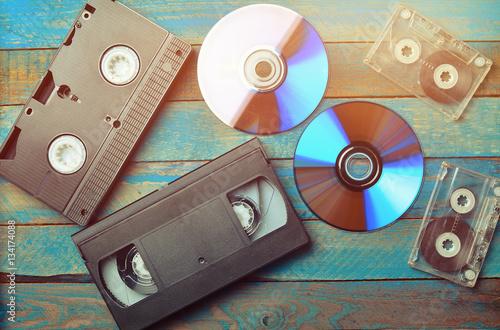 Fotografía  Audio cassettes, cassettes videos, CDs. The evolution of media.