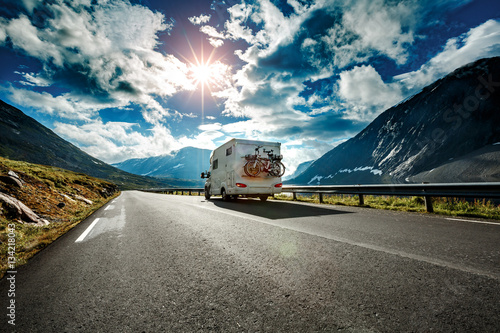Carta da parati Caravan car travels on the highway.