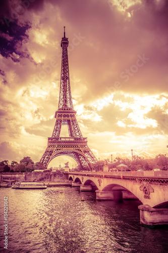 Foto op Aluminium Eiffeltoren Sunset view of Eiffel Tower in Paris