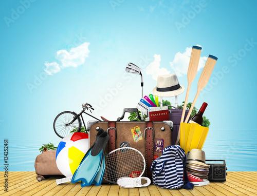 Obraz na dibondzie (fotoboard) Podróże i turystyka duża kupa bagażu