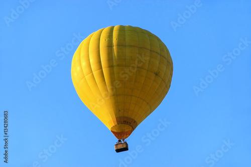 In de dag Ballon Hot air balloon in blue sky