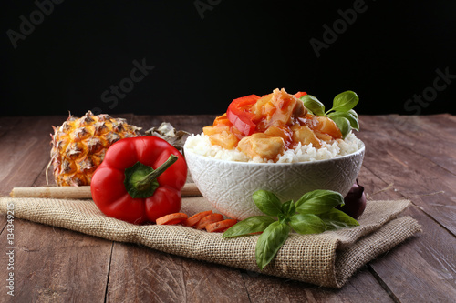 Foto op Plexiglas Klaar gerecht Sweet and Sour Chicken on Rice