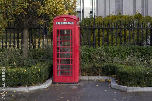 Papiers peints Rouge, noir, blanc Phone box