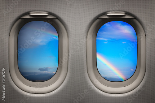 Tuinposter Vliegtuig Rainbow in the sky viewed from inside an airplane windows