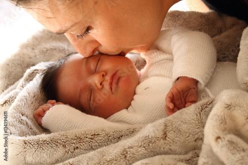 Fotografia  bébé Maman naissance tendresse bisous calin