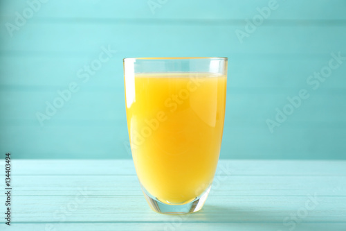 Foto op Plexiglas Sap Glass of fresh orange juice on table