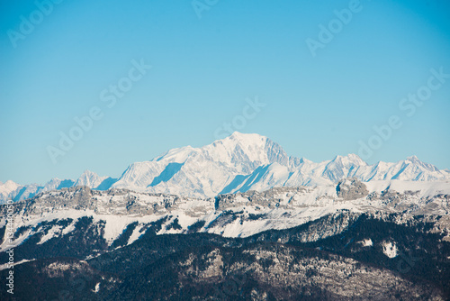 Papiers peints Alpes beautiful french alps winter panoramic view landscape with Mont Blanc landmark peak in the background