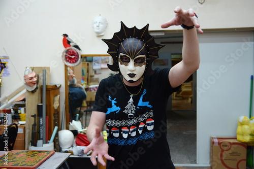 Fotografía  guy in a theatrical mask