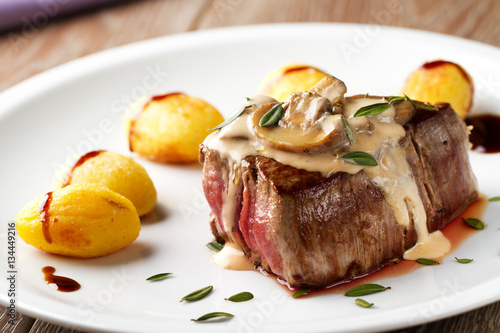 Photo Fillet of beef with mushroom sauce and potatoes