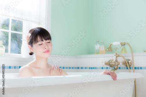 Fotografie, Obraz  女性 風呂
