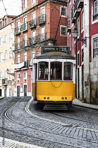 Plakat Stary tramwaj na ulicach Lizbony