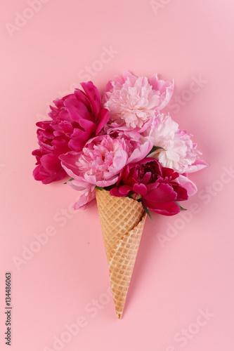 kwiaty-piwonii-w-rozku-waflowym