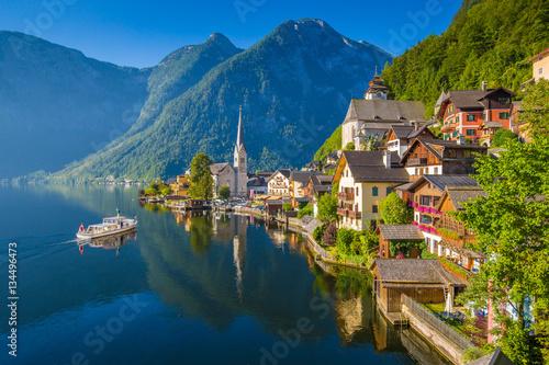 Fototapeta Postcard view of Hallstatt in summer, Salzkammergut, Austria
