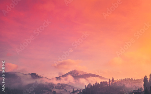 Fond de hotte en verre imprimé Corail Majestic foggy forest and mountain peak. Dramatic and picturesque sunrise pink orange sky. Carpathians, Ukraine, Europe. Beauty worldmountain landscape. Exploring beauty world. Travel background.