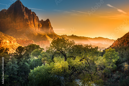 Spoed Foto op Canvas Natuur Park Zion National Park Foggy Autumn Sunset