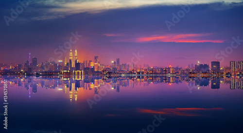 Photo  Panoramic view of Kuala Lumpur city waterfront skyline.