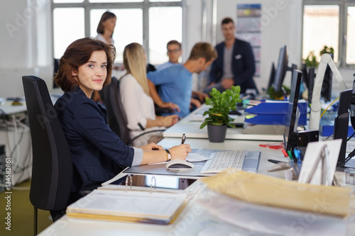 Cuadros en Lienzo mitarbeiter in einem büro