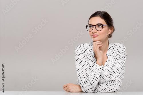 Fotografía  Young woman thinking