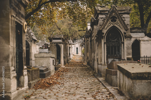 Cuadros en Lienzo Old french cemetery tombs in autumn